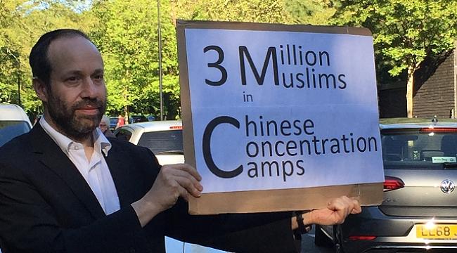 Bir Yahudi Uygurlar için Eylem Yapıyor