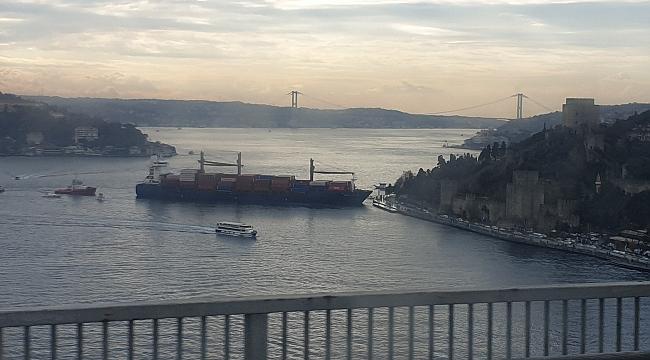 İstanbul Boğazı'nda gemi kıyıya çarptı