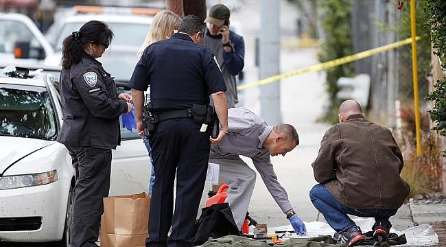 Los Angeles'ta Ölünün Göğüslerini Okşayan Polis...