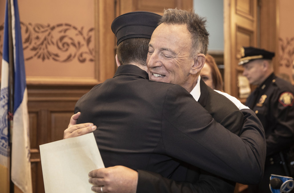 Bruce Springsteen proudly watches as son officiall