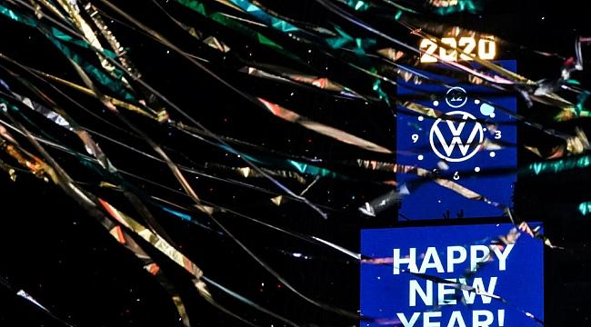 Times Square'de Tasarruflu Kutlama