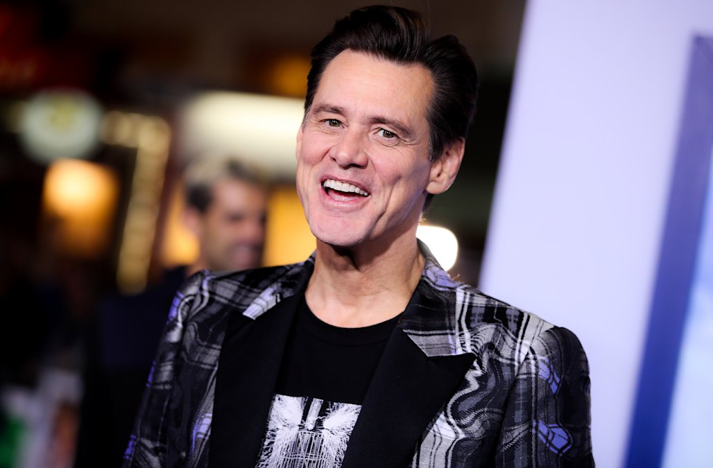 Jim Carrey hits back after he's criticized for tel