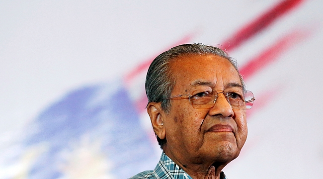Dünya'nın En Yaşlı Başbakanı İstifa Etti