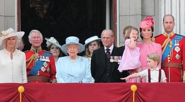 Ingiltere Kraliyet Ailesi Büyüyor