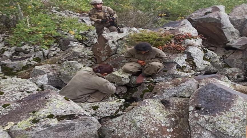 Teslim olmayan teröristleri,Jandarma özel timleri ikna ettiler