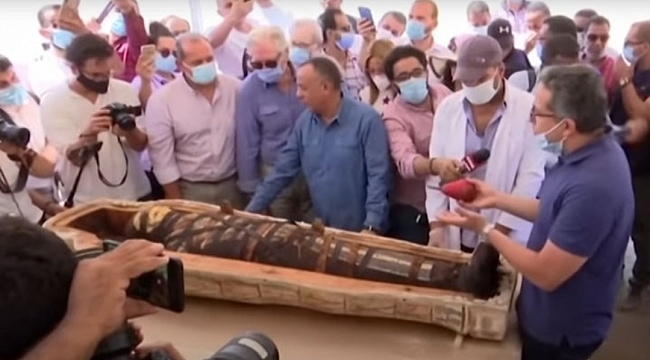 Mısır'da 2500 Yıllık Mumya Lahitleri Açıldı