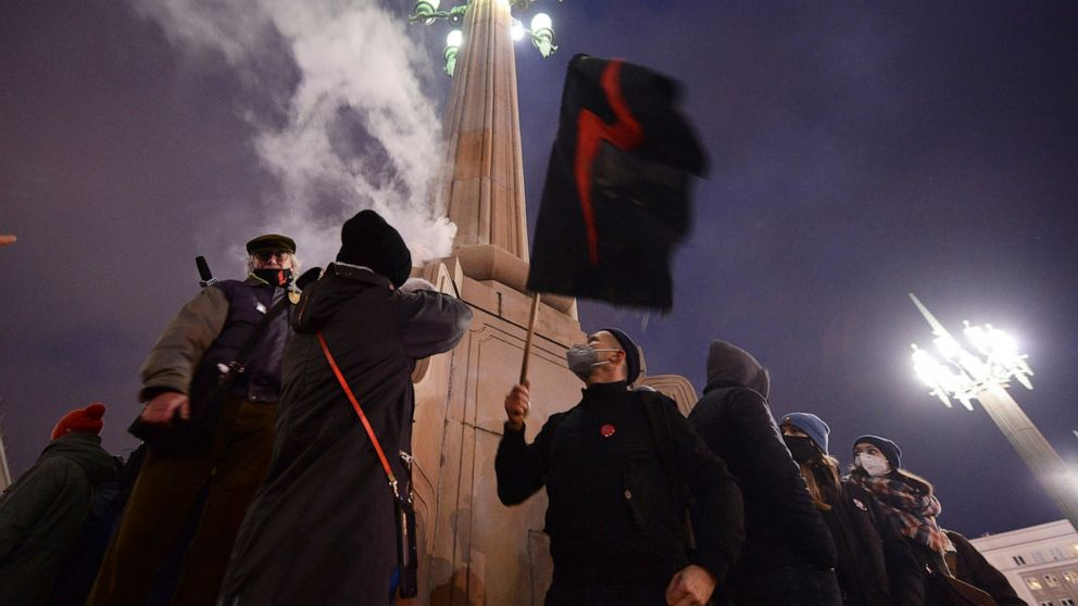 Police block Warsaw march against abortion ruling,