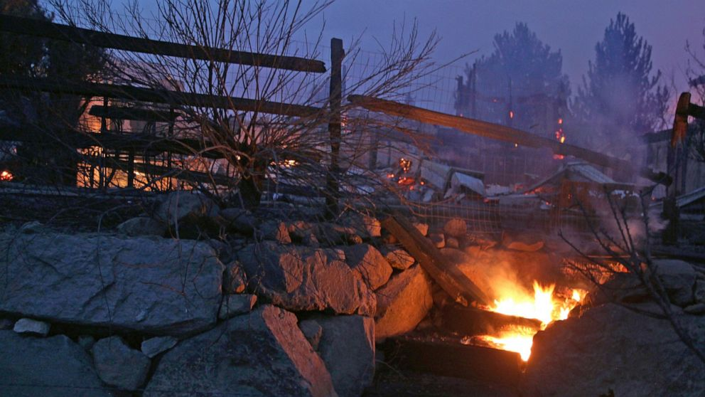 Wildfire destroys multiple Reno homes; hundreds th