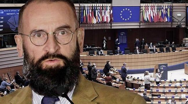 Muhafazakar Siyasetçi, Eşcinsel Sex Partilerinde