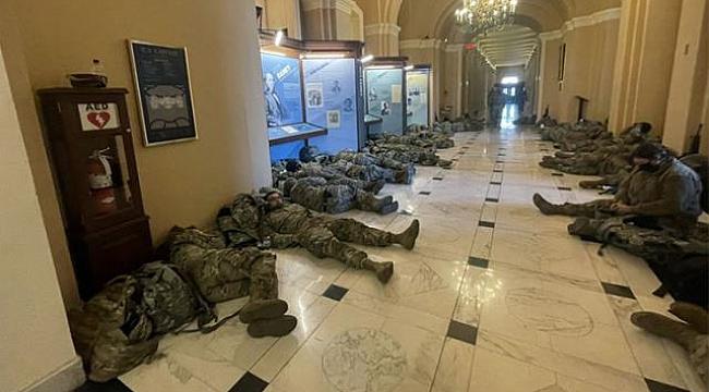 ABD Askerleri Kongre Binasında