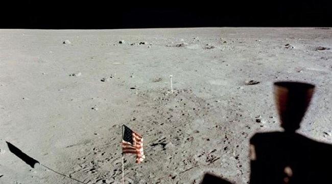 """Dinozorlar Ay'a NASA'dan Önce Ayak Bastı"""