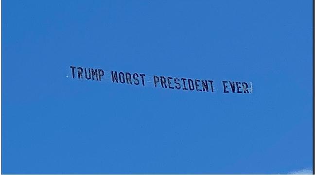 Trump'a Pankartlı Mesaj