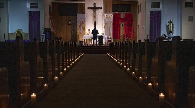 California'da Kiliseler İbadete Açılıyor