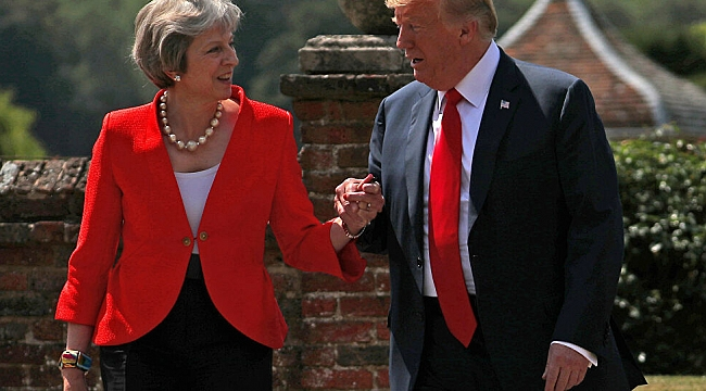 Trump Elini Tutunca, Kocasını Aramış