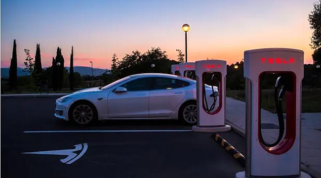 Houston'da, Sürücüsüz 'Tesla' Ölümlü Kaza Yaptı