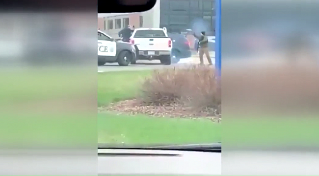 Minnesota'da Maskesiz Şahıs Polise Saldırdı