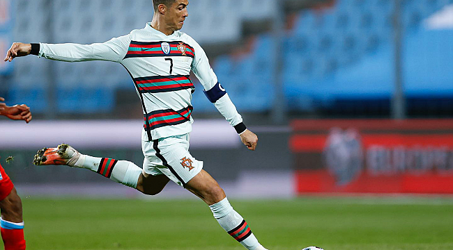 Ronaldo'nun Kaptanlık Bandı, SMA'lı Bebeğe Umut Oldu