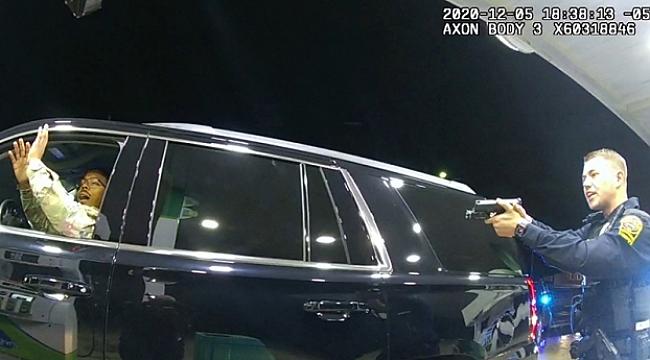 Virginia'da Polis, Askere Silah Çekti