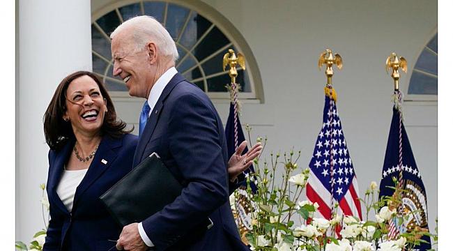 Biden ve Harris'ten 'Maskeye Veda' Şovu