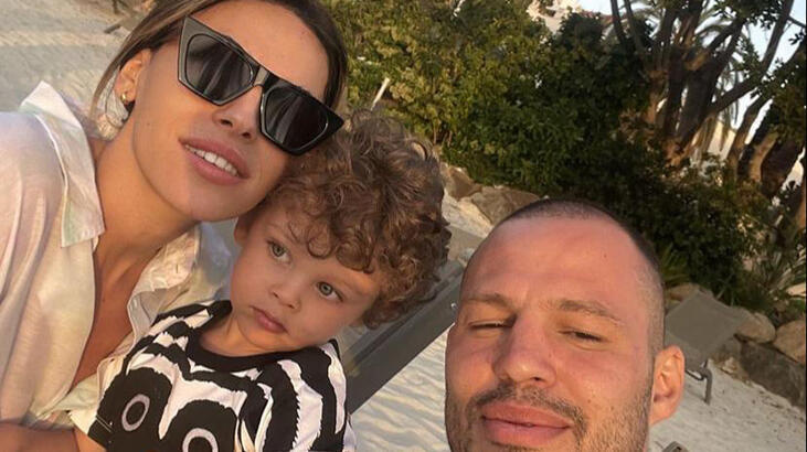 Atakan Arslan ailesiyle tatilde