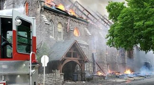 Philadelphia'daki Tarihi Kilisede Yangın!