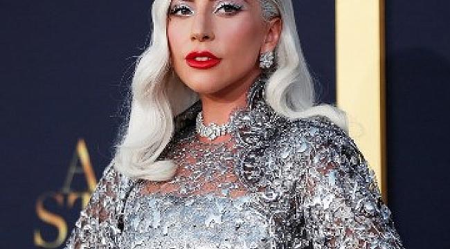 Pop Yıldızı Lady Gaga Turnesini Yine Erteledi