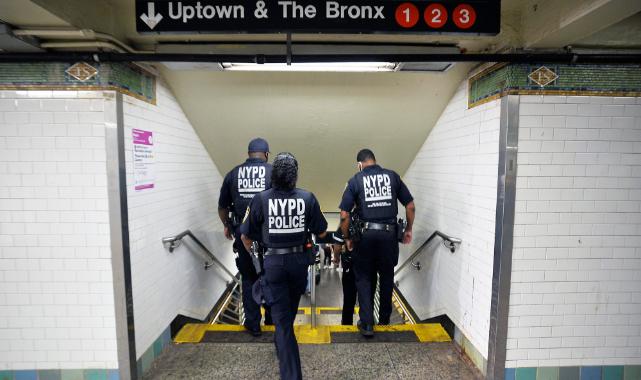 Bir Kadın, Manhattan Metrosunun Altına İtildi