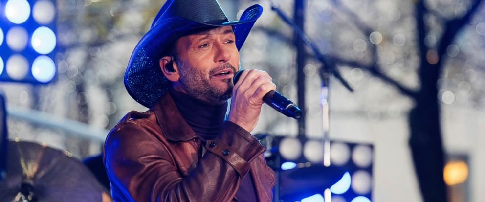 Tim McGraw collapses on stage during performance