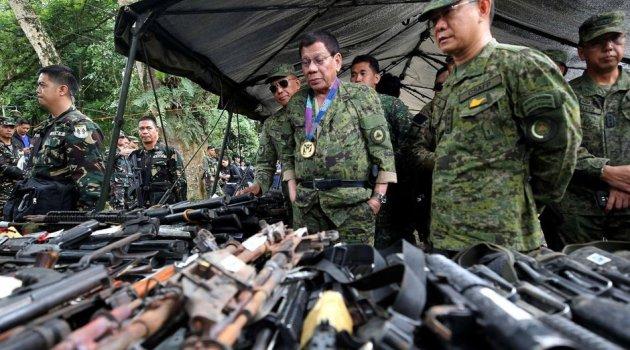 Duterte, Trump'a sert mesaj verdi!