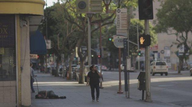 Los Angeles'ın ünlü yolu Hollywood Bulvarı'nda yaşayan evsizlerin sayısı artıyor