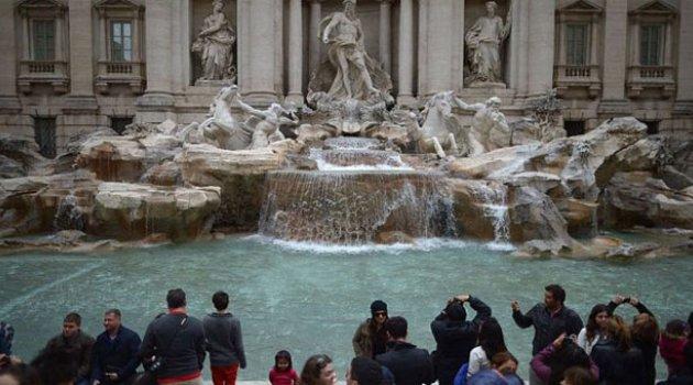 Roma'da tarihi çeşmelere girenlere para cezası
