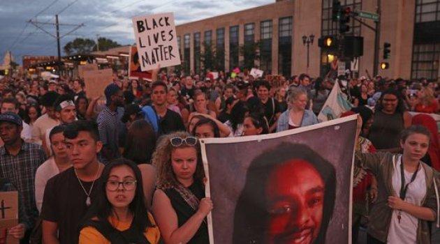Siyahi sürücüyü vuran Polise Beraat verilince...